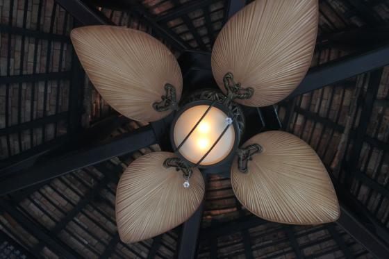 anh quat tran royal phuket light
